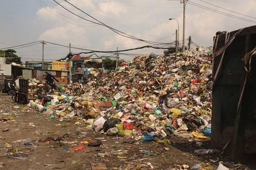 TP.HCM: Rác thải bủa vây nhiều tuyến đường giữa trung tâm thành phố - ảnh 4