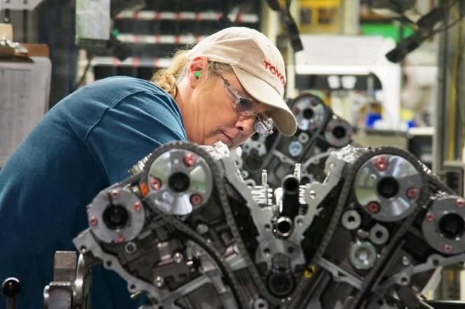 Toyota đầu tư 750 triệu USD sản xuất RAV4 Hybrid, Lexus ES 300h ở Mỹ - ảnh 2