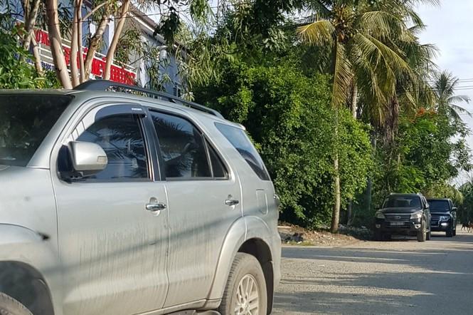 Cảnh sát khám xét kho xăng dầu của đại gia Trịnh Sướng - ảnh 2