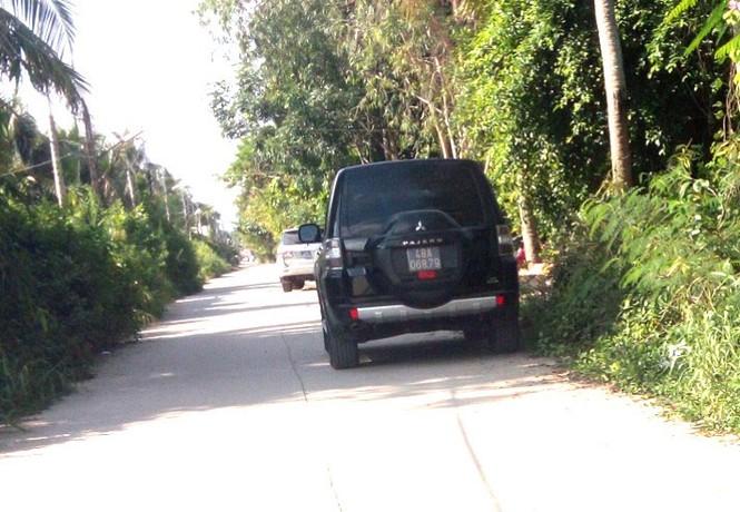 Cảnh sát khám xét kho xăng dầu của đại gia Trịnh Sướng - ảnh 1