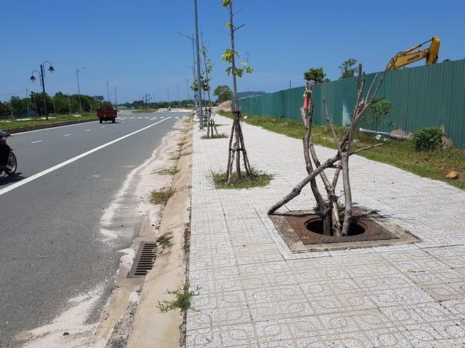 Hàng trăm nắp cống trên tuyến đường đẹp nhất đảo Phú Quốc bị trộm lấy cắp - ảnh 4