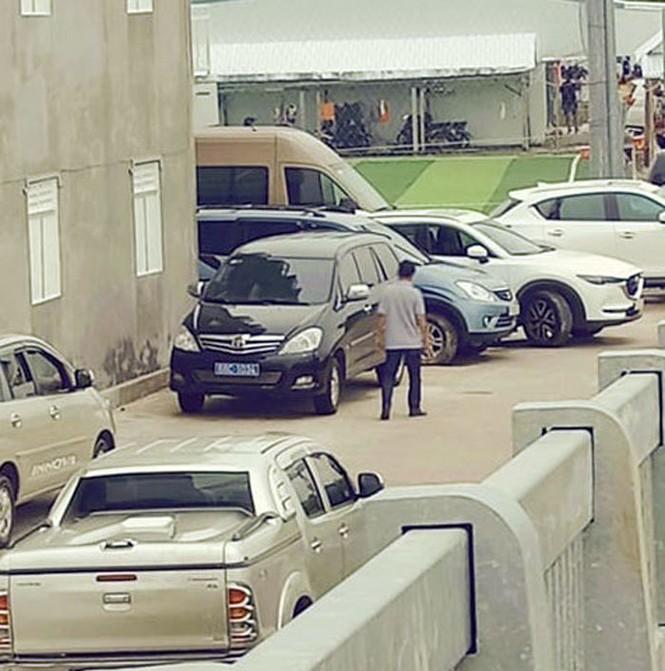Cấp dưới báo cáo gì việc dùng xe công dự tiệc của Chủ nhiệm UBKT Tỉnh uỷ - ảnh 1