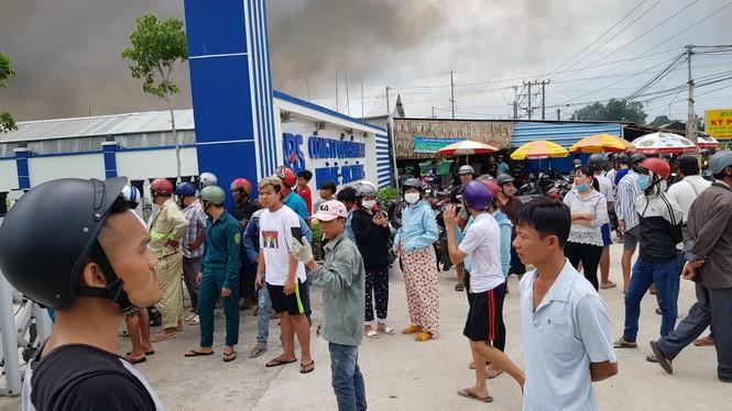 Cháy lớn tại Công ty May Nhà Bè ở Sóc Trăng, hàng trăm công nhân tháo chạy - ảnh 2