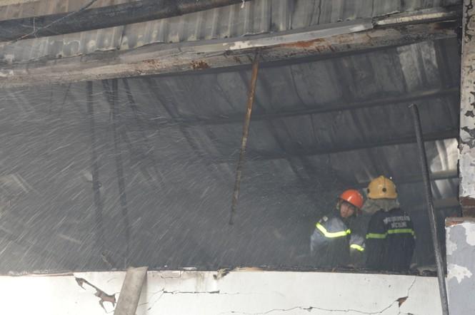 Khung cảnh tan hoang của 10.000m2 nhà xưởng cty May Nhà Bè sau vụ cháy - ảnh 4