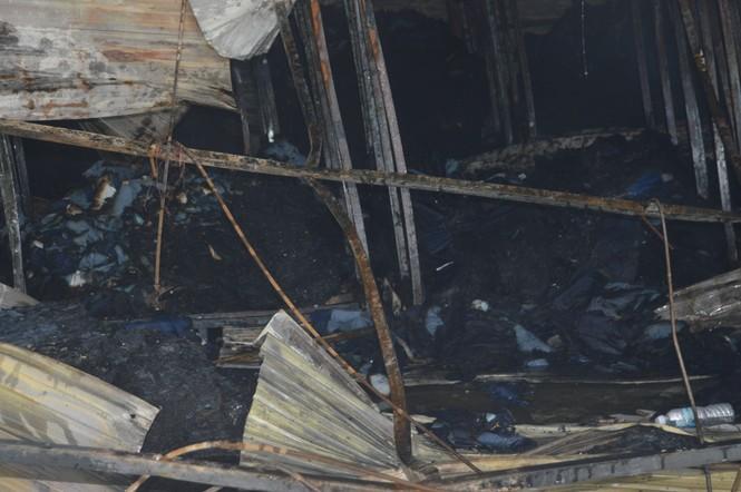 Khung cảnh tan hoang của 10.000m2 nhà xưởng cty May Nhà Bè sau vụ cháy - ảnh 2