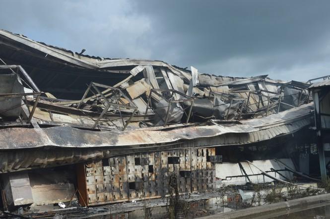 Khung cảnh tan hoang của 10.000m2 nhà xưởng cty May Nhà Bè sau vụ cháy - ảnh 6
