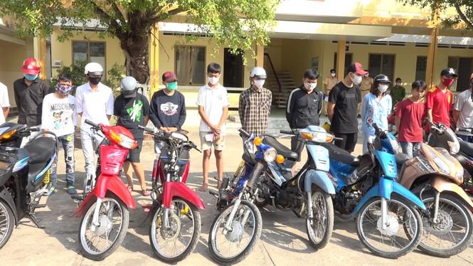 Kiên Giang: bất chấp lệnh cách ly, gần 50 thanh niên tụ tập đua xe trái phép   - ảnh 1