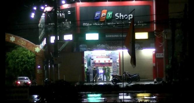 Trộm đột nhập FPT Shop ở Tiền Giang cuỗm nhiều điện thoại - ảnh 1