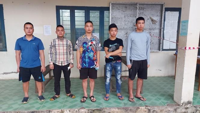 Kiểm tra xe buýt, phát hiện 5 người nhập cảnh trái phép qua biên giới An Giang - ảnh 1