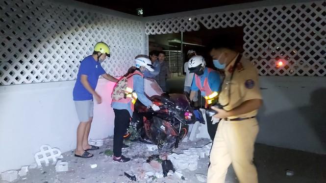 Nam thanh niên tử vong sau cú tông sập tường nhà dân - ảnh 1