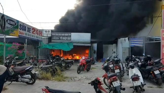 Hỏa hoạn thiêu rụi 24 xe máy ở Phú Quốc - ảnh 1