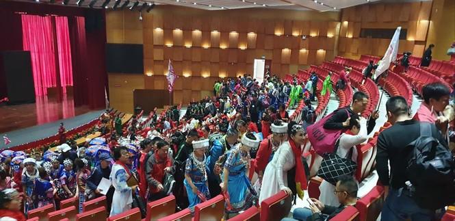 Vụ 600 khách Trung Quốc tự biểu diễn: Chờ xử lý của Quảng Ninh - ảnh 1