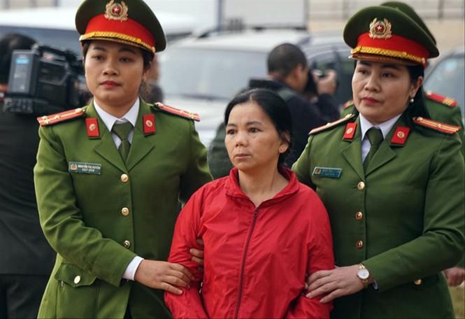 Sơ thẩm vụ sát hại nữ sinh giao gà: Vợ chồng Bùi Văn Công chối tội - ảnh 1