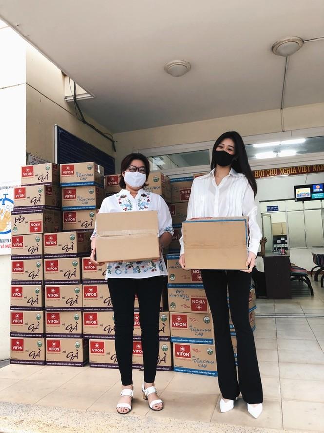 Sao Việt 24H: Liên Bỉnh Phát làm MV cổ động đẩy lùi COVID-19, Isacc tung poster siêu ngầu - ảnh 9