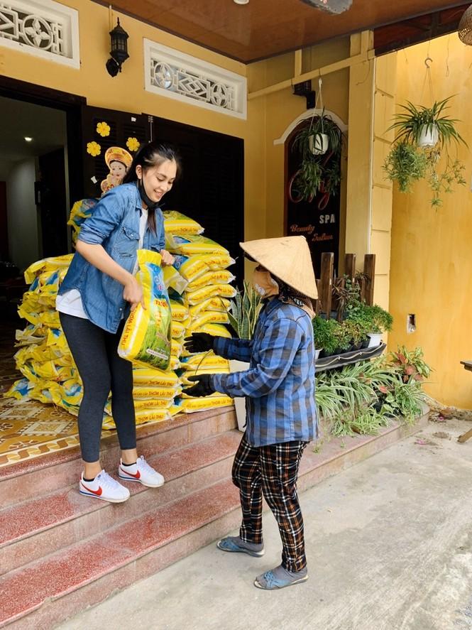 """Sao Việt 24H: Hải Triều - Quang Trung nấu bò nhiệt đới, Hari Won """"lộ"""" nhẫn kim cương - ảnh 1"""