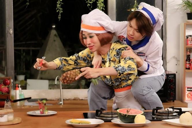 """Sao Việt 24H: Hải Triều - Quang Trung nấu bò nhiệt đới, Hari Won """"lộ"""" nhẫn kim cương - ảnh 5"""