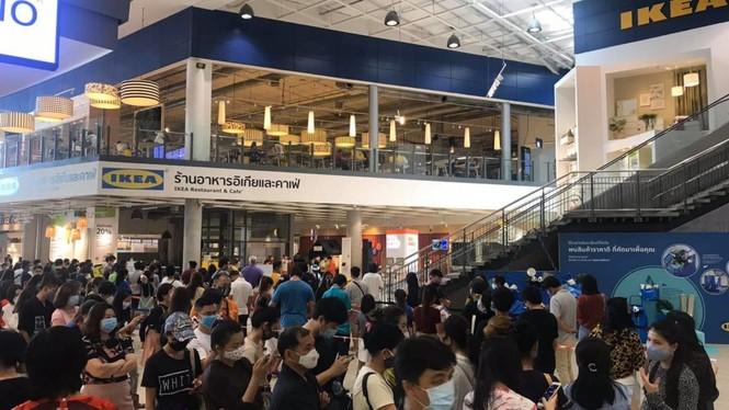 Thái Lan: người dân xếp hàng