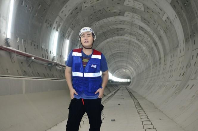 Theo chân Hamlet Trương khám phá ga ngầm siêu hiện đại của tuyến Metro số 1 ở TP.HCM - ảnh 2