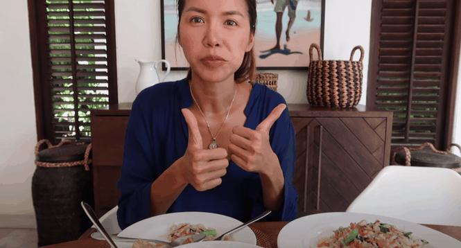 Bị kẹt ở Bali quá lâu do COVID-19, Minh Tú học luôn cách nấu ăn để