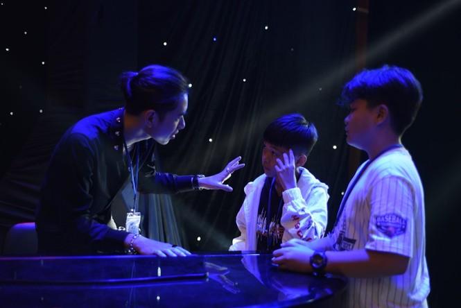 """K-ICM làm mới hit """"Sóng gió"""" giúp Chấn Quốc - Tiến Nhỏ tự tin thể hiện trên sân khấu - ảnh 2"""