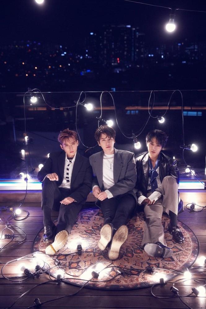"""SUPER JUNIOR-K.R.Y. """"hẹn hò lãng mạn"""" cùng fan toàn cầu với concert trực tuyến - ảnh 2"""