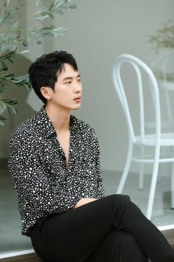 """Tuấn Trần hát ballad """"lụi tim"""" dành tặng fan, thực hiện MV chỉ với giá 0 đồng - ảnh 2"""