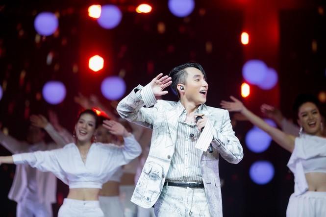 """Sơn Tùng M-TP phát hành online """"Sky Tour Movie"""", giúp fan sống lại những khoảnh khắc đẹp - ảnh 4"""