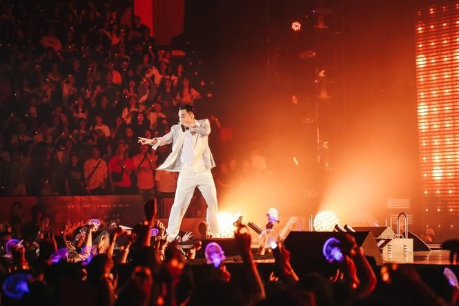 """Sơn Tùng M-TP phát hành online """"Sky Tour Movie"""", giúp fan sống lại những khoảnh khắc đẹp - ảnh 2"""
