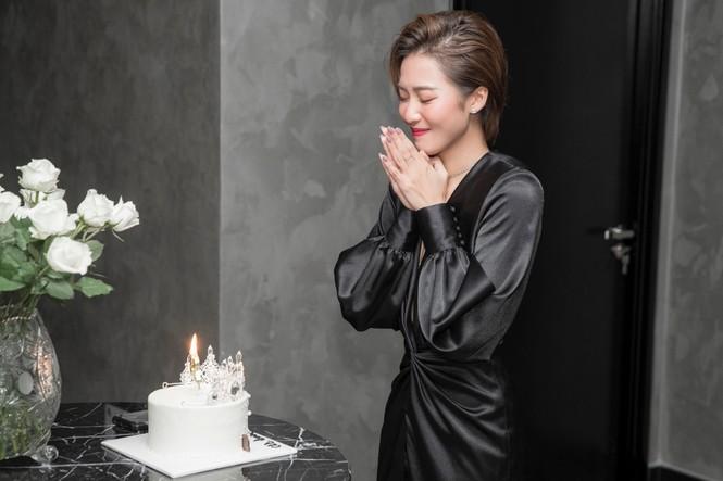 Khả Ngân vỡ oà khi được Gil Lê, Hoàng Thuỳ Linh, vợ chồng Nhi - Thắng... mừng sinh nhật - ảnh 3