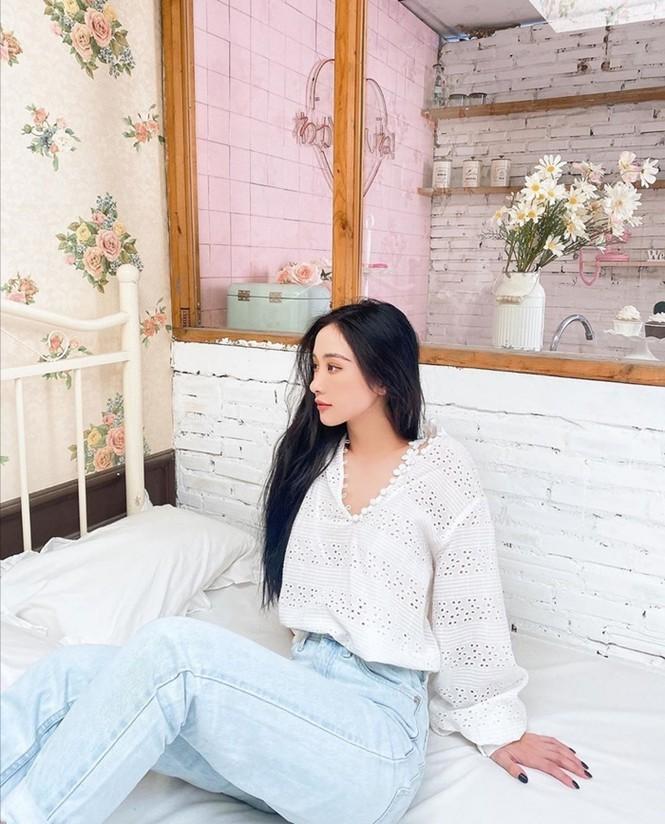 """Jun Vũ thoả lòng """"fangirl"""" khi đảm nhận vai hồ ly mê hoặc Isaac trong MV đậm màu liêu trai - ảnh 1"""
