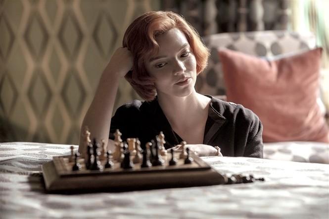 """""""Gambit Hậu"""": Hấp dẫn đến thế nào mà có thể khiến khán giả rủ nhau chơi cờ vua? - ảnh 2"""