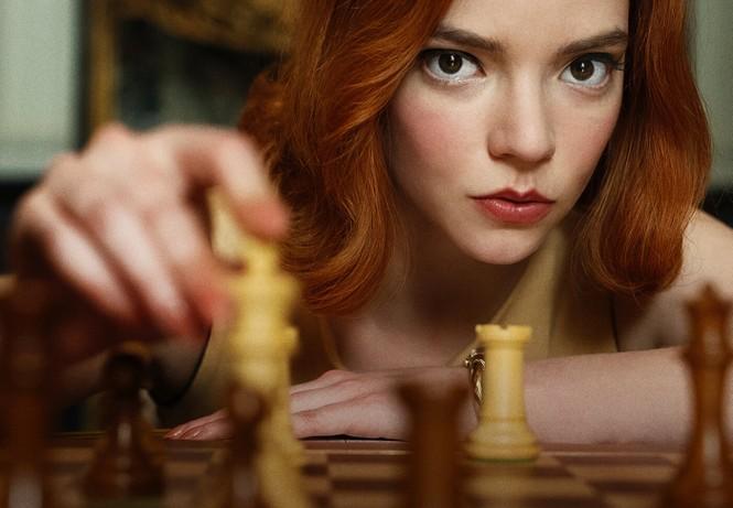 """""""Gambit Hậu"""": Hấp dẫn đến thế nào mà có thể khiến khán giả rủ nhau chơi cờ vua? - ảnh 1"""