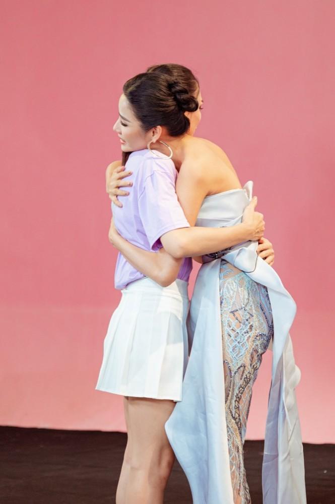 """Võ Hoàng Yến, Hoàng Thuỳ khóc sướt mướt khi thí sinh này dừng chân tại """"Đại sứ Hoàn mỹ"""" - ảnh 3"""