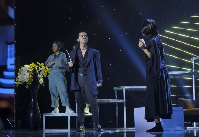 Cười Xuyên Việt: BB Trần diễn không thoại, Hải Triều hi sinh thân mình hỗ trợ đồng nghiệp - ảnh 5