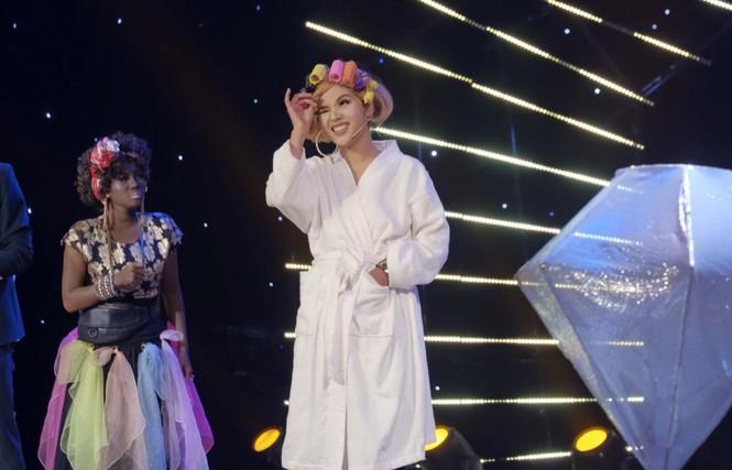 Cười Xuyên Việt: BB Trần diễn không thoại, Hải Triều hi sinh thân mình hỗ trợ đồng nghiệp - ảnh 7