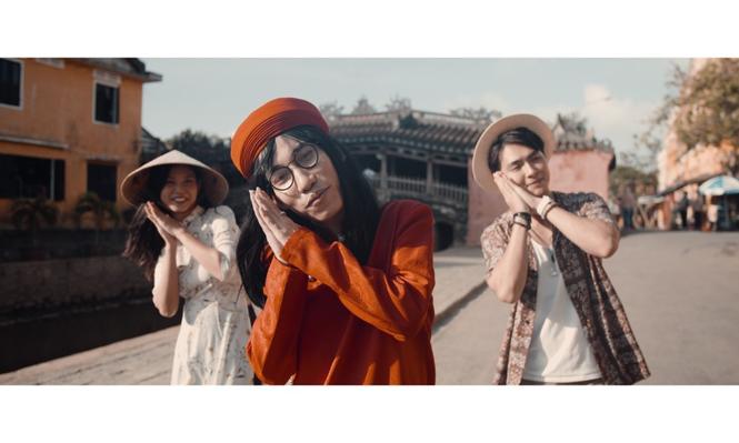 Jay Quân kết hợp rapper Chị Cả trong ca khúc mới, tung MV đẹp như mơ tại Đà Nẵng - ảnh 4