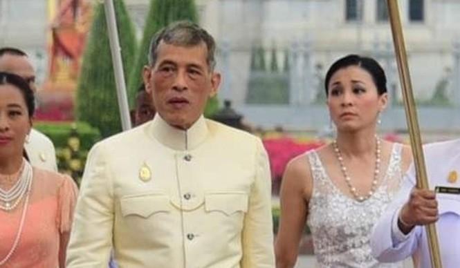 Cựu nữ tiếp viên hàng không trở thành hoàng hậu Thái Lan - ảnh 1