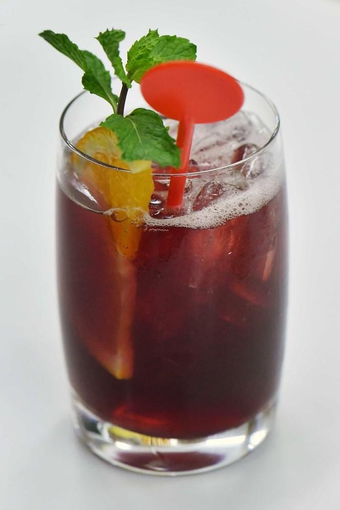 Vietnam Airlines chuẩn bị phục vụ cocktail trên máy bay - ảnh 3