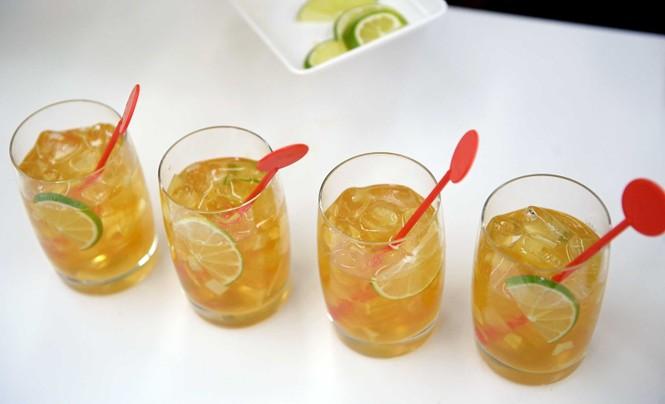 Vietnam Airlines chuẩn bị phục vụ cocktail trên máy bay - ảnh 4