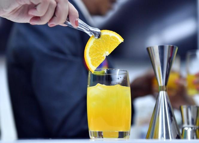 Vietnam Airlines chuẩn bị phục vụ cocktail trên máy bay - ảnh 5