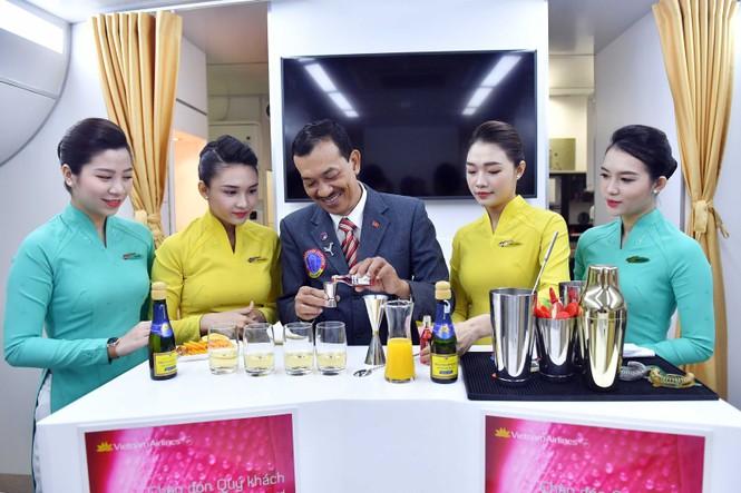 Vietnam Airlines chuẩn bị phục vụ cocktail trên máy bay - ảnh 6