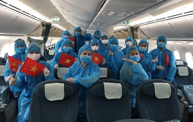 Thêm 93 công dân Việt Nam ở Anh được đón về nước - ảnh 3