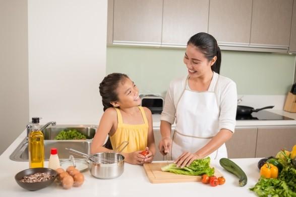 Sai lầm của các bà mẹ khi dùng kháng sinh chữa bệnh cho con - Ảnh 1.