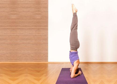Tập tư thế trồng chuối Yoga giúp trị bách bệnh