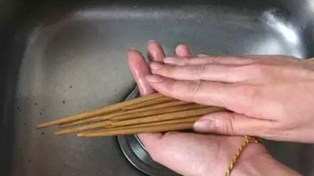 Sai lầm 'độc khủng khiếp' khi rửa bát đũa khiến cả nhà mang bệnh - ảnh 2