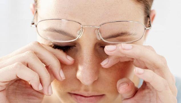 Mắt có dấu hiệu này, đến viện khám ngay vì có thể bạn đang mắc bệnh nguy hiểm - ảnh 1