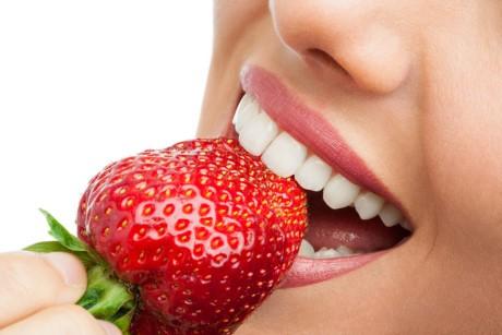 Cách làm trắng răng tuyệt vời với những nguyên liệu từ thiên nhiên - ảnh 2