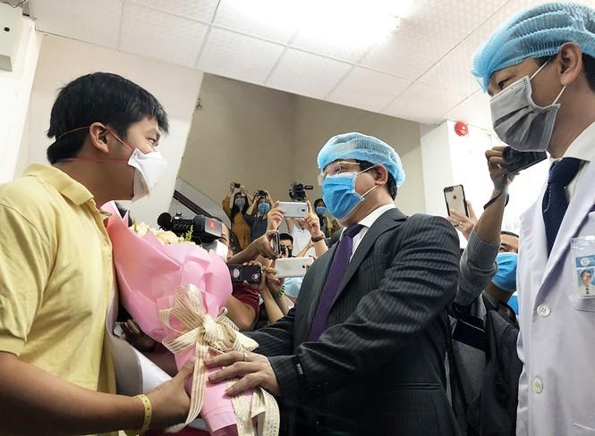 Việt Nam hoàn thiện phác đồ điều trị người mắc virus corona bằng cách này - ảnh 1
