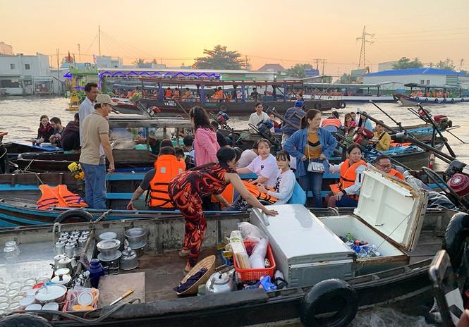 Chợ nổi Cái Răng-Cần Thơ tấp nập khách du lịch ngày đầu năm - ảnh 1