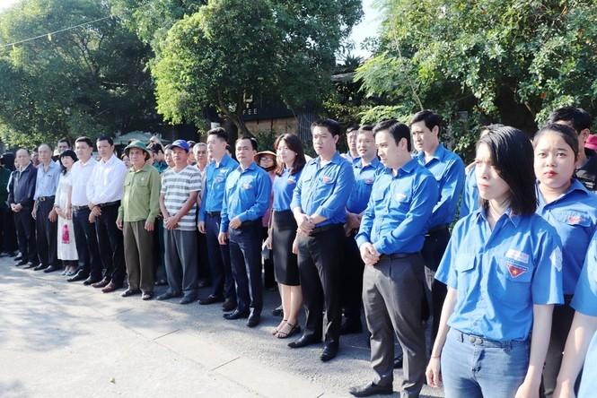 Đoàn viên thanh niên cụm Bắc Trung Bộ hưởng ứng 'Chủ Nhật xanh' tại Huế - ảnh 1